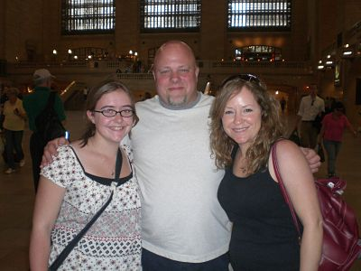 santa-club-members-jim-and-megan-broderick-with-kelly-moss-in-nyc-2009_opt